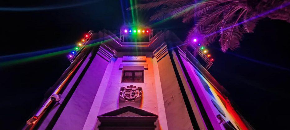 201658363_4459924974025732_2037613813013093189_n-933x420 La bandera LGTBIQ+ ilumina la fachada del Cabildo
