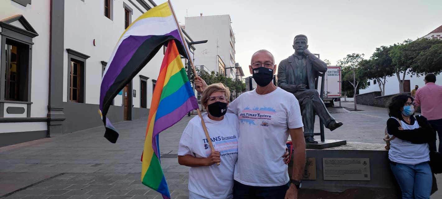 203434403_4459925280692368_269292493179285770_n La bandera LGTBIQ+ ilumina la fachada del Cabildo