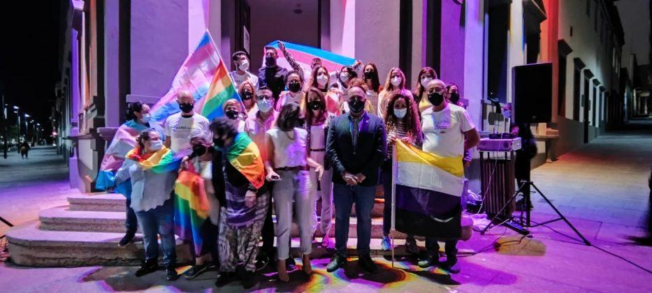 204634700_4459924670692429_5661272013603643146_n-933x420 La bandera LGTBIQ+ ilumina la fachada del Cabildo