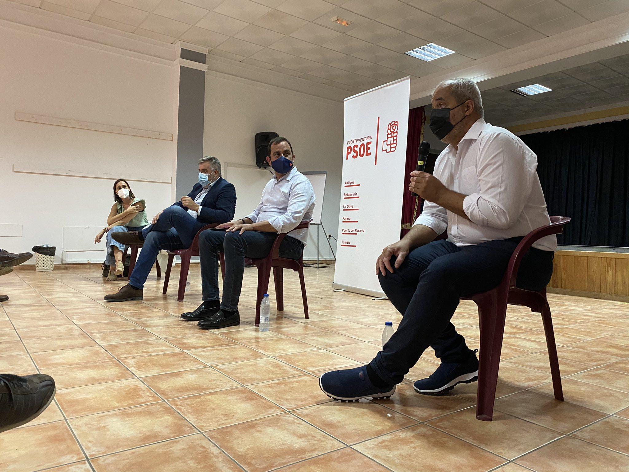 E3ieUU2X0AQWdte PSOE Canarias se reúne con la militancia de Fuerteventura