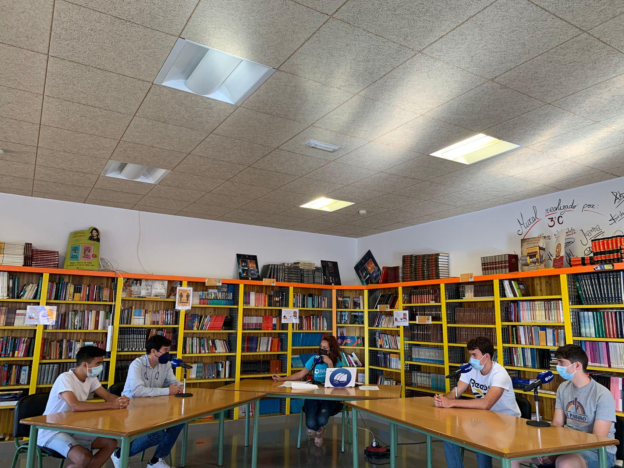 alumnos-y-padres-ies-puerto-cabras 'El Magacin' en el IES Puerto del Rosario Rafael Báez