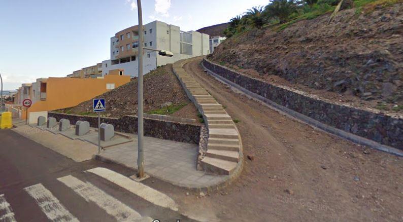 anterior-escalera Una escalera mejora la accesibilidad del Barranco del Ciervo
