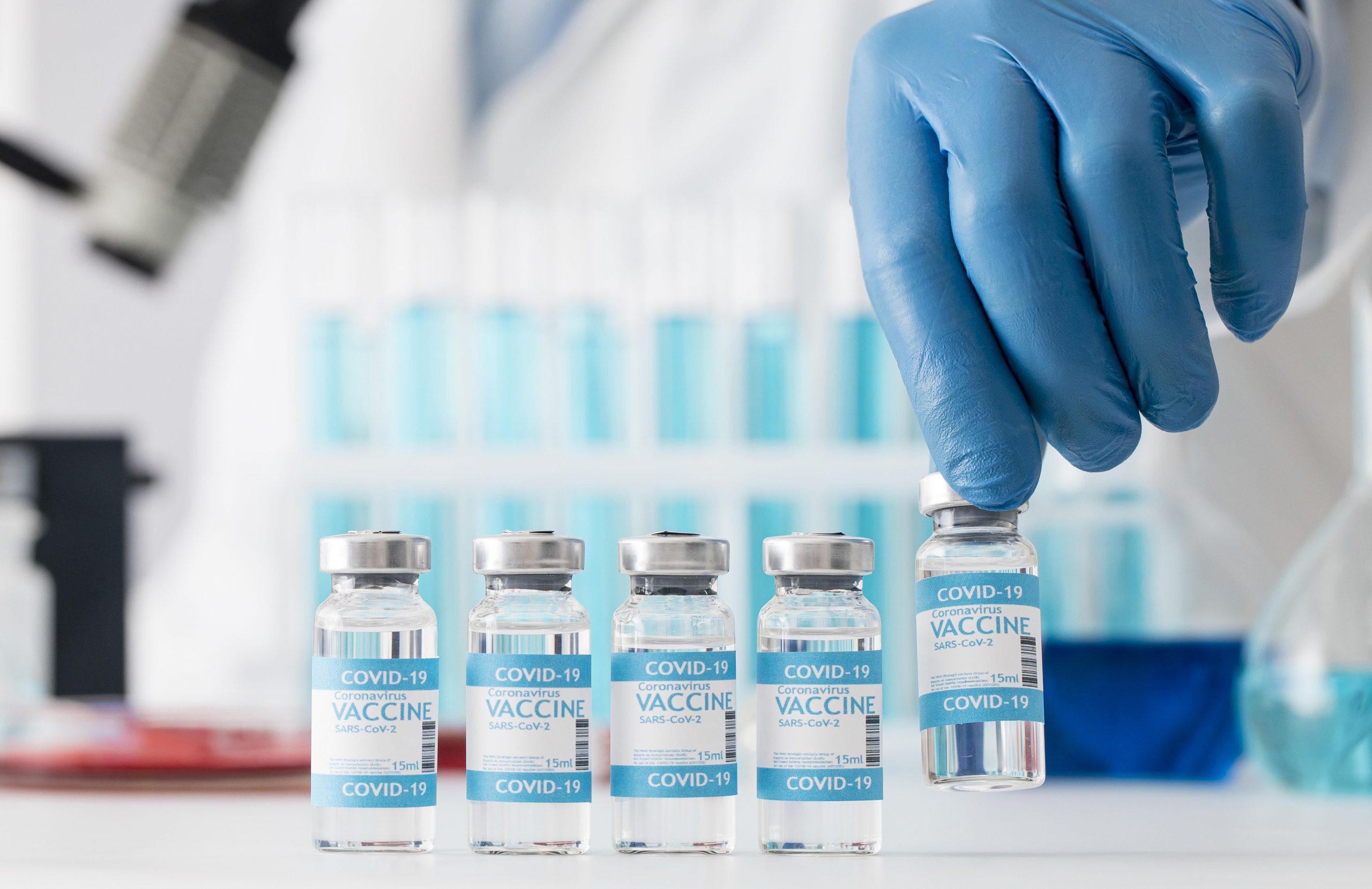 coronavirus-vaccine-composition-in-lab-scaled Casi 1.5 millones de dosis administradas en Canarias