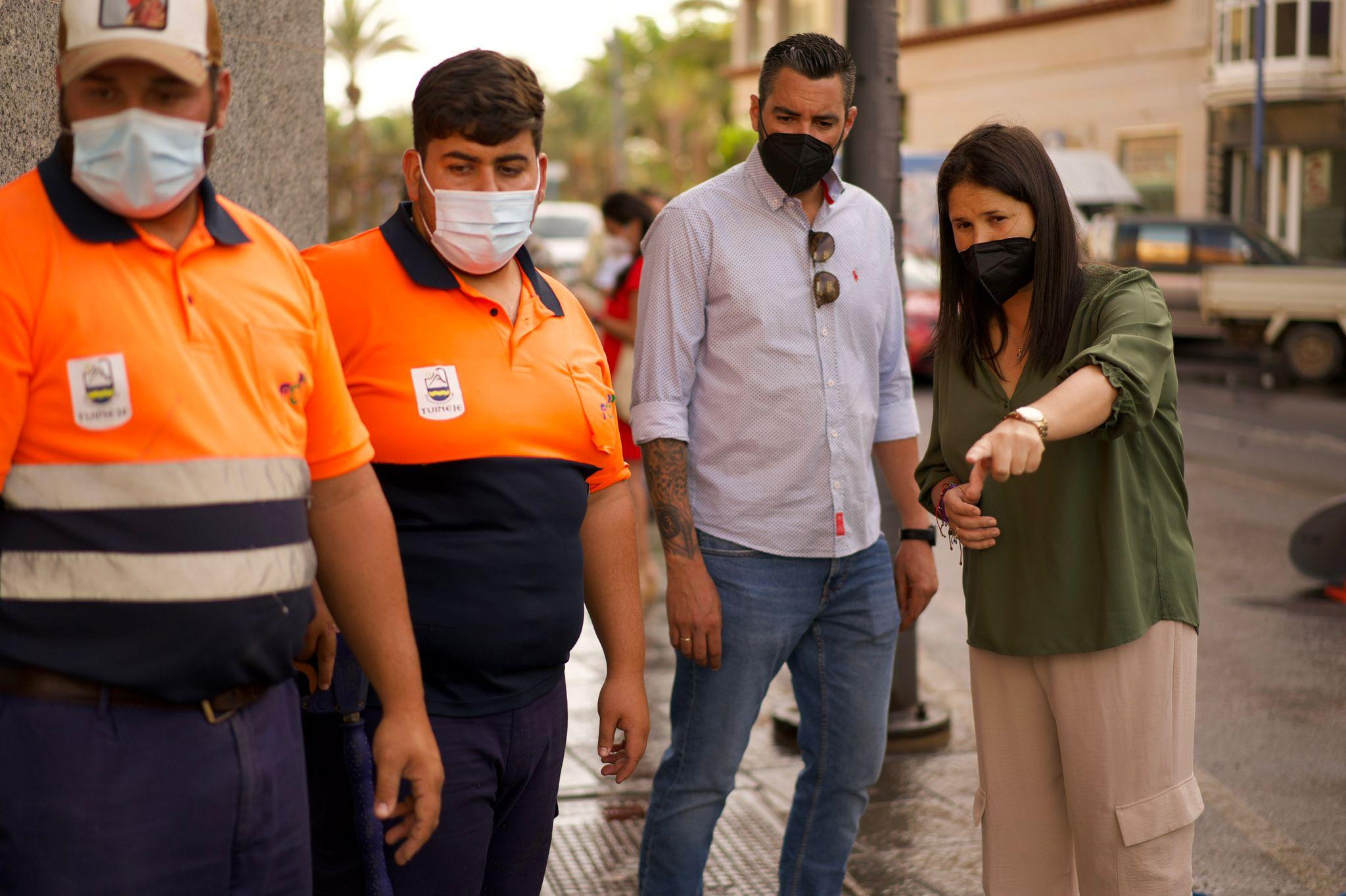 Limpieza-1 Más limpieza en las zonas comerciales de Tuineje