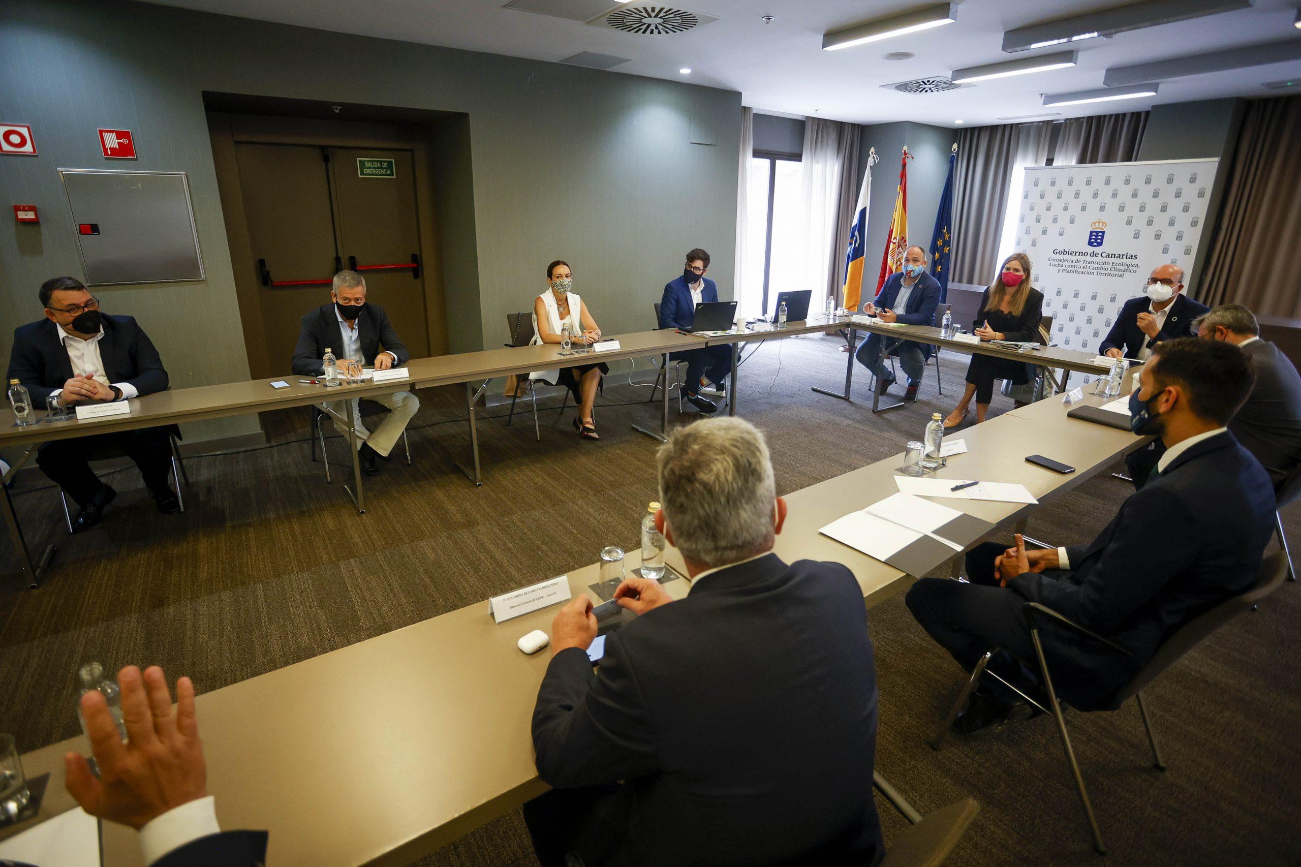 Reunion-2-scaled Canarias recibirá 470 millones para invertir en renovables